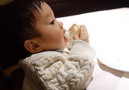 後期カミカミ期(9か月/あおいママさん):食べないときは手づかみ食べをさせてみよう!